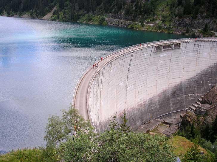 Des ONG au nom de la soci�t� civile contestent les projets de construction de grands barrages