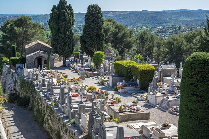 La crémation met en péril l'avenir des cimetières