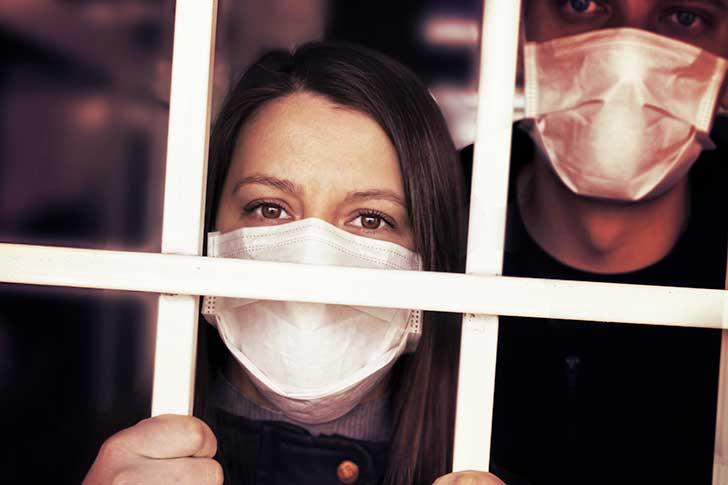 Le gouvernement r�fl�chit � la possibilit� de rendre l�isolation des malades de la Covid-19 obligatoire