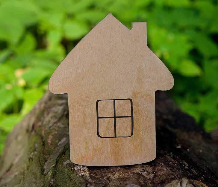 Assurance construction et retour de la terre crue comprimée