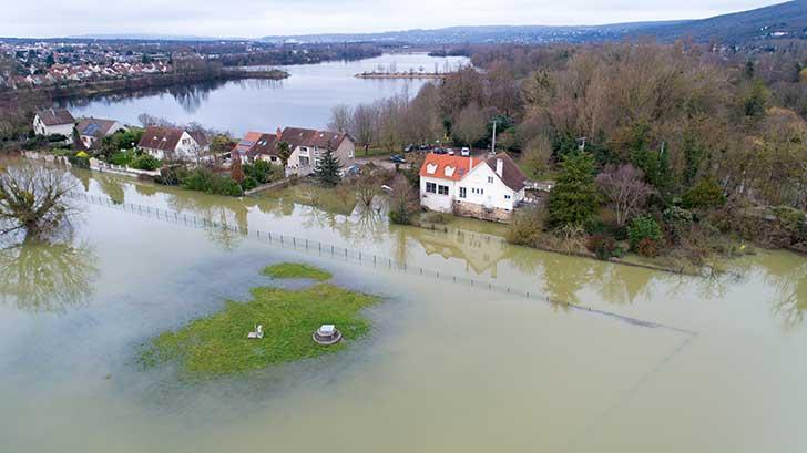 La nature a organisé l'écoulement de l'eau de pluie que l'homme a fini par obstruer