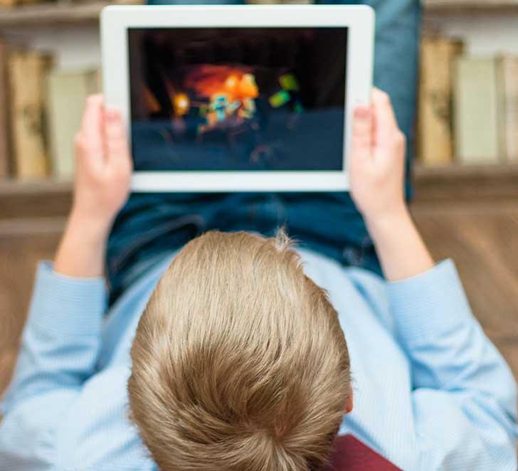 Laisser les enfants et les adolescents face à des écrans présente un risque de santé public