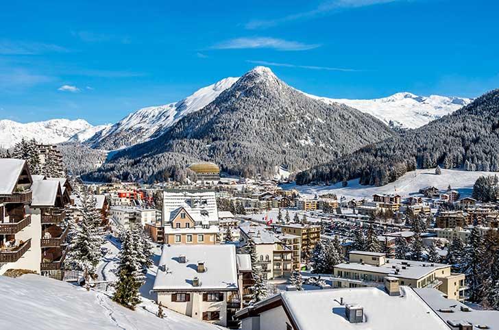 Au Forum de Davos l�Union Europ�enne fait pression sur les laboratoires pour recevoir les vaccins command�s