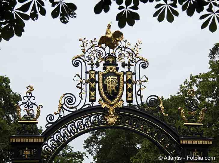 La France est dans l�attente d�un troisi�me confinement mais la d�cision du pr�sident Macron tarde � venir
