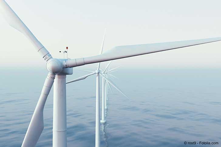 Le débat sur les éoliennes en mer en Normandie est laborieux