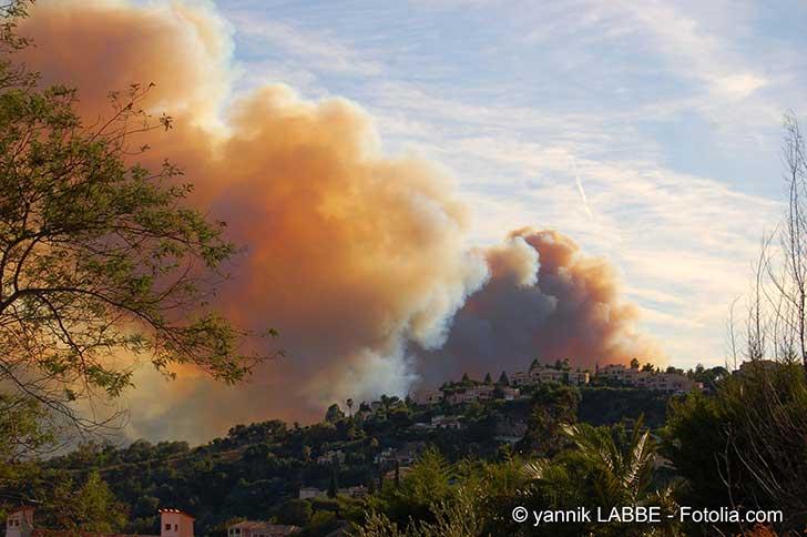 Le risque d'extension des incendies de broussailles aux zones d'habitation est à contrôler