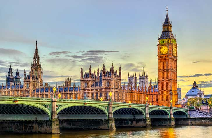 Le premier ministre britannique vient d'annoncer l'abandon du principe d'immunité collective