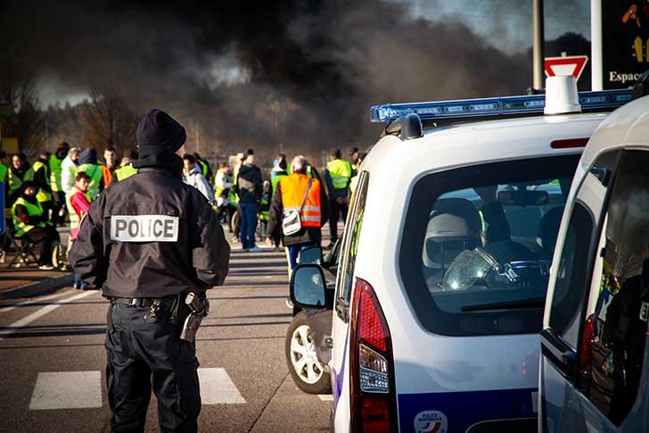 Le Conseil de l�Europe demande � la France de suspendre l�usage des lanc�s de balle de d�fense