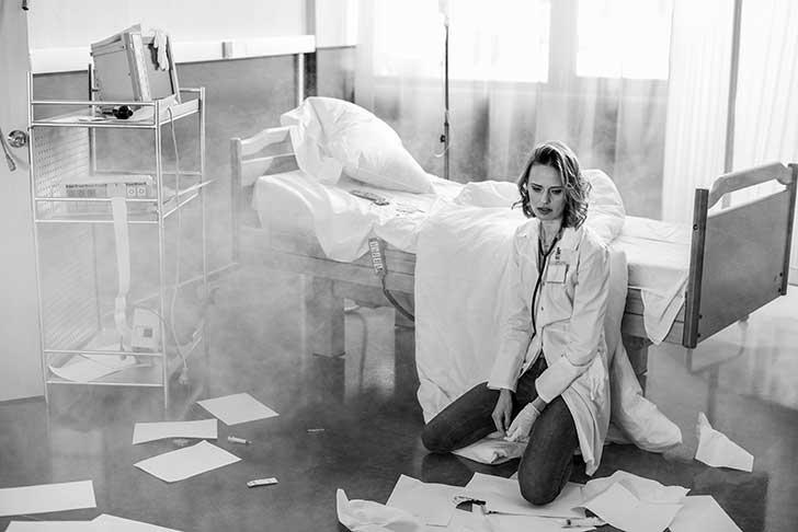 Les internes de médecine sont mis à rude épreuve face à la Covid-19 dans les hôpitaux