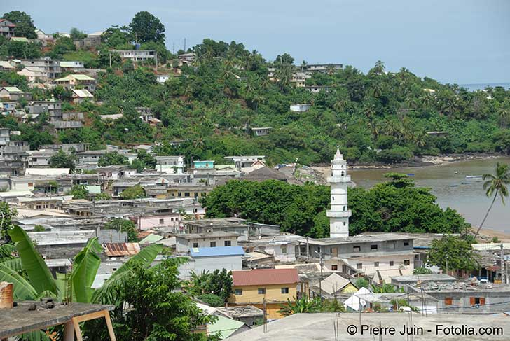 La Martinique et Mayotte sont des iles o� l�on peut contr�ler facilement les entr�es et les sorties
