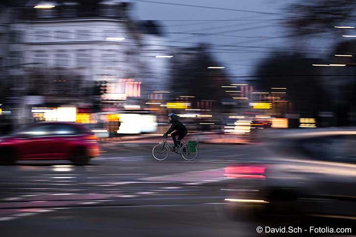 Une majorité de cyclistes roulent mal éclairée en ville
