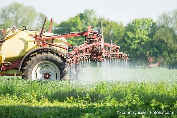 La Commission européenne fait étudier des pesticides présumés dangereux