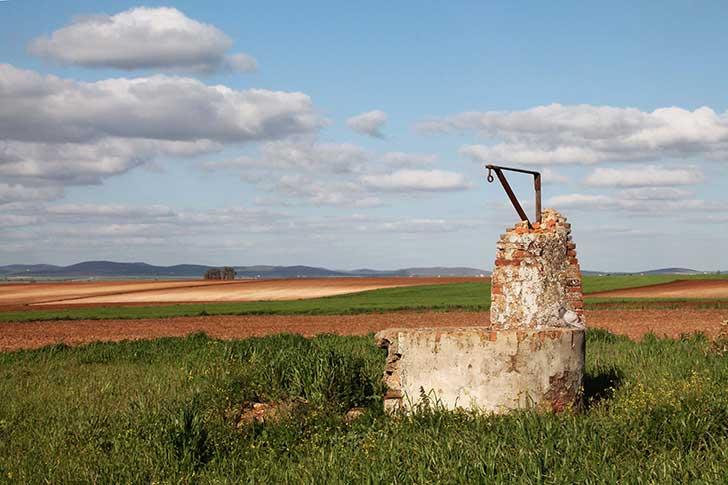 En Espagne face au manque d'eau des milliers de puits clandestins puisent dans les nappes souterraines