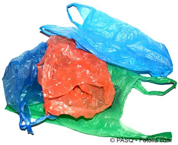 L'interdiction des sacs plastiques a du mal à passer dans les faits