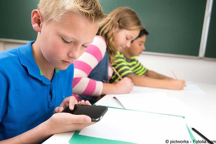 Un pari osé : l'interdiction du téléphone portable dans les écoles et collèges