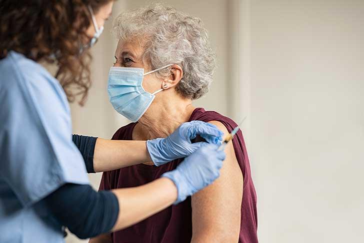 Au sommet de l'Etat on s'inquiète de la stratégie de vaccination de la France